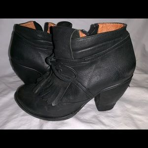Shoes - Black leather ankle boot 36